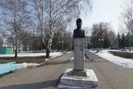 Памятник Губкину И.М.